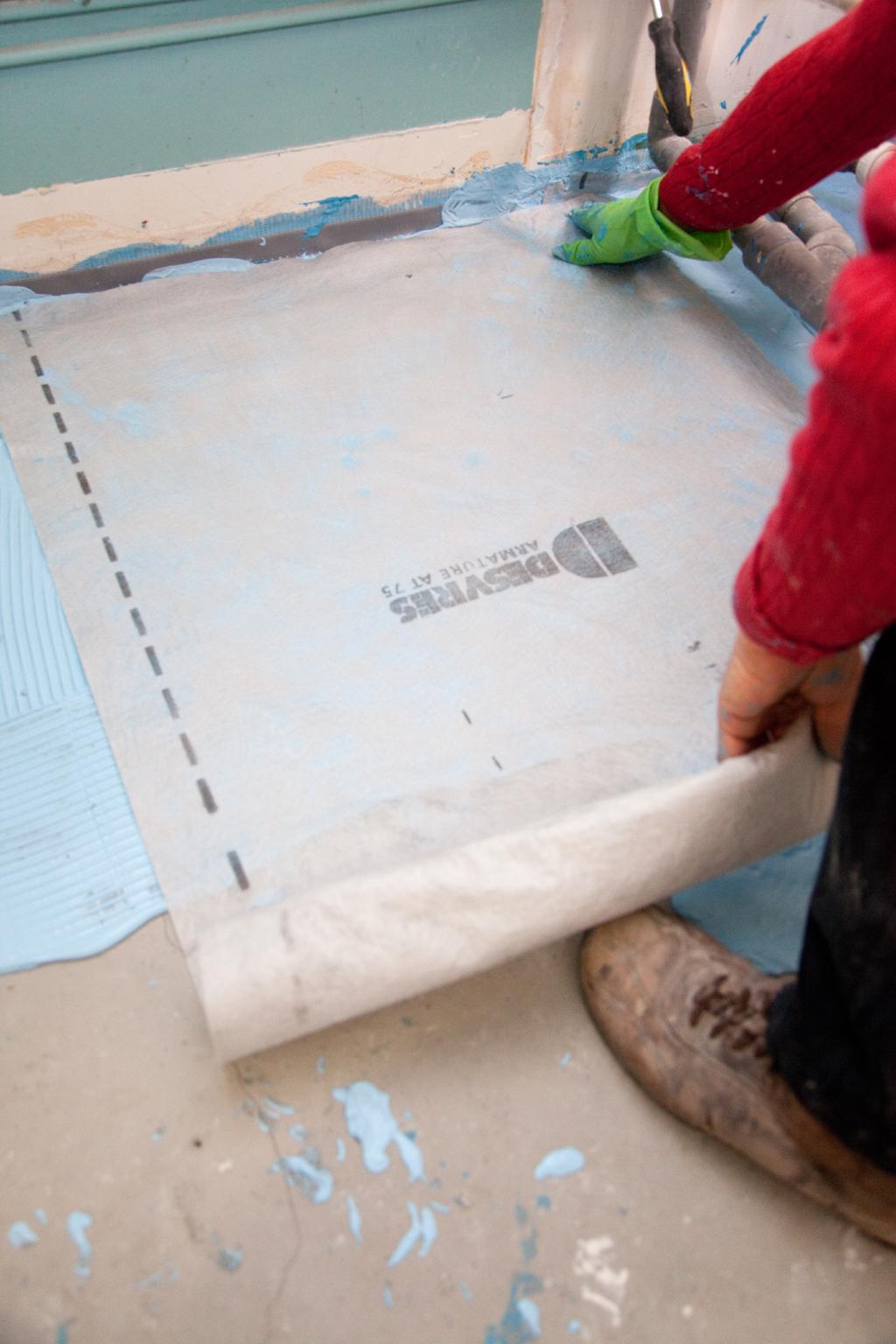 Poser un système de d'étanchéité sous carrelage