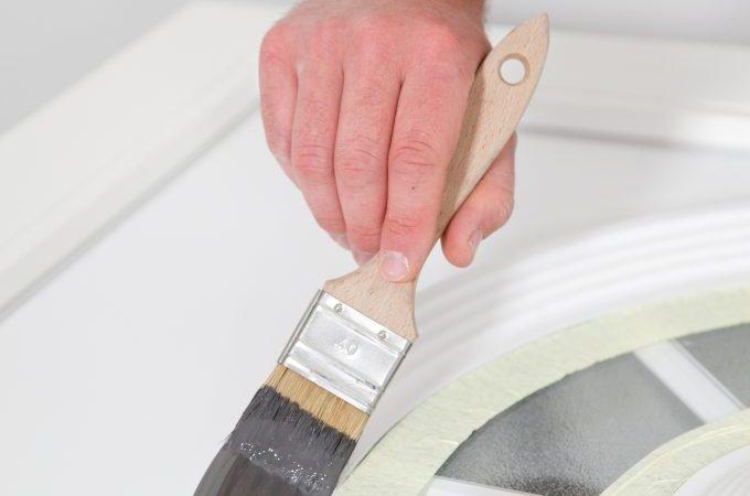 Repeindre une porte d'entrée en PVC