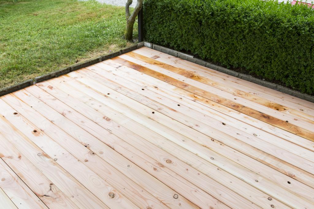 peindre une terrasse en bois diy family. Black Bedroom Furniture Sets. Home Design Ideas