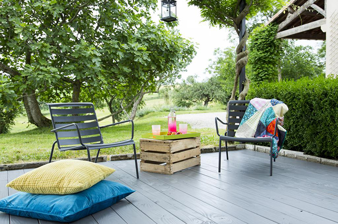 peindre une terrasse en bois diy family. Black Bedroom Furniture Sets. Home Design Ideas