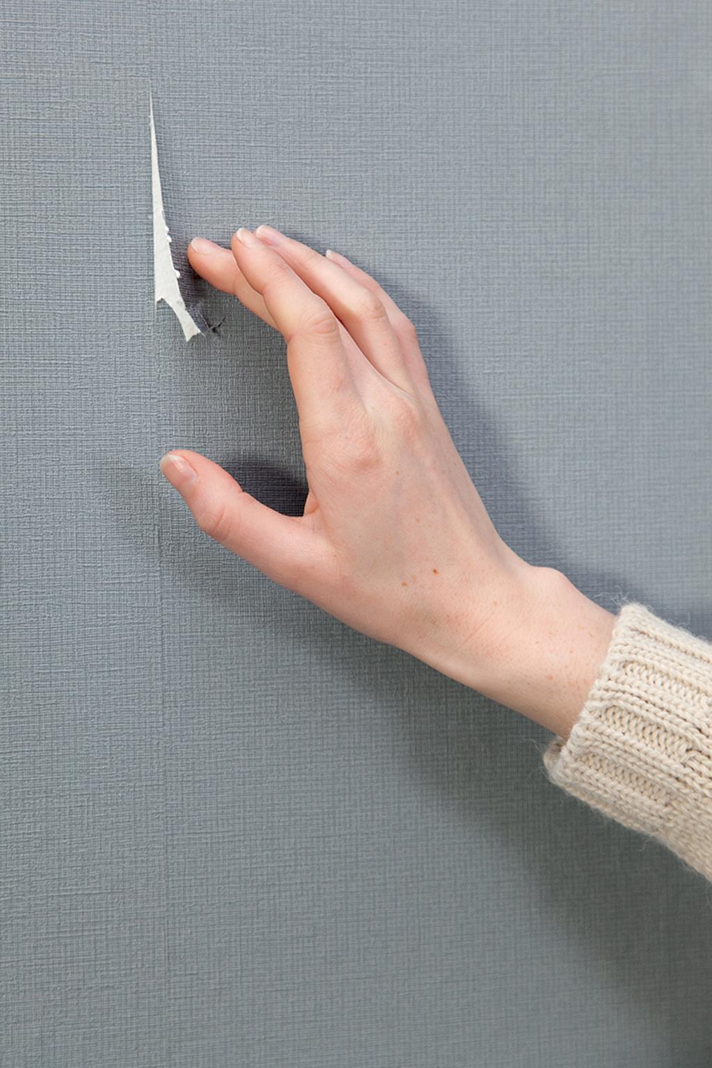 Réparer une déchirure de papier peint
