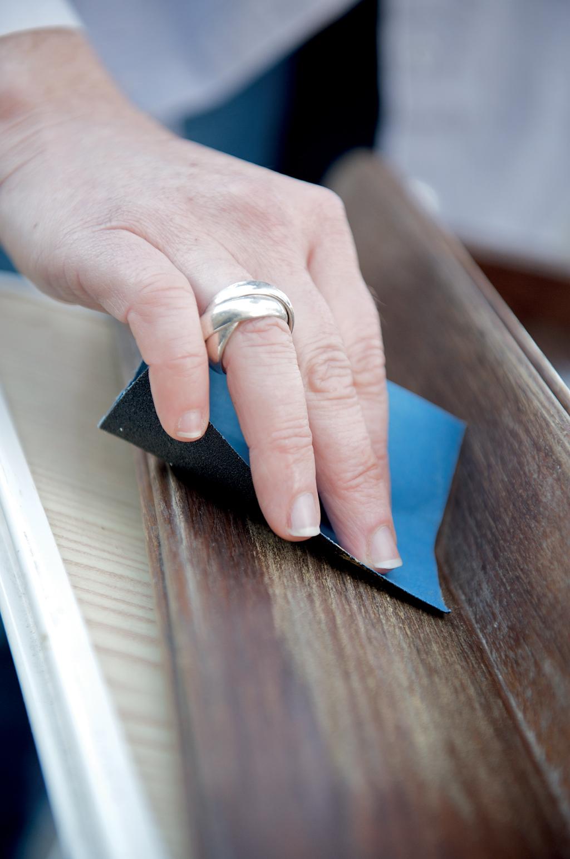 Rénover un porte-manteaux en bois