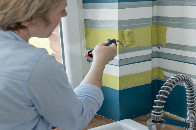 peindre une cr dence de cuisine en bayad re diy family. Black Bedroom Furniture Sets. Home Design Ideas