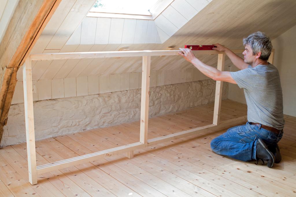 Menuiserie : aménager un placard sous les combles