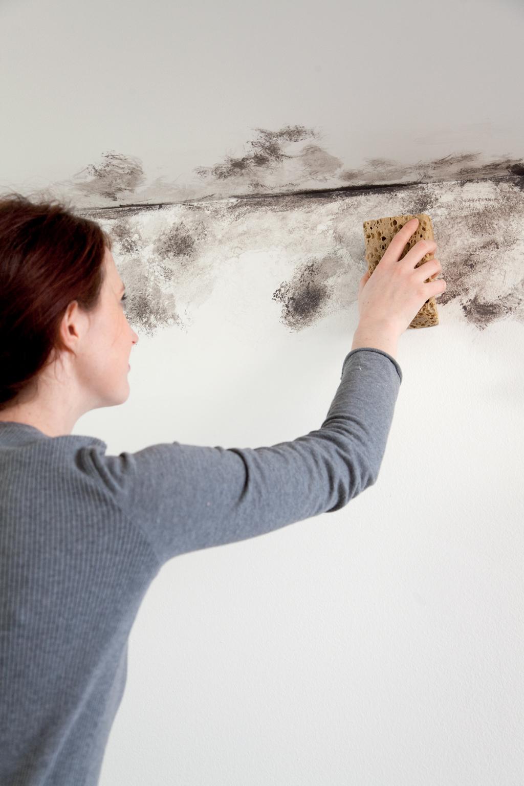 Traiter les murs de la salle de bains contre la condensation