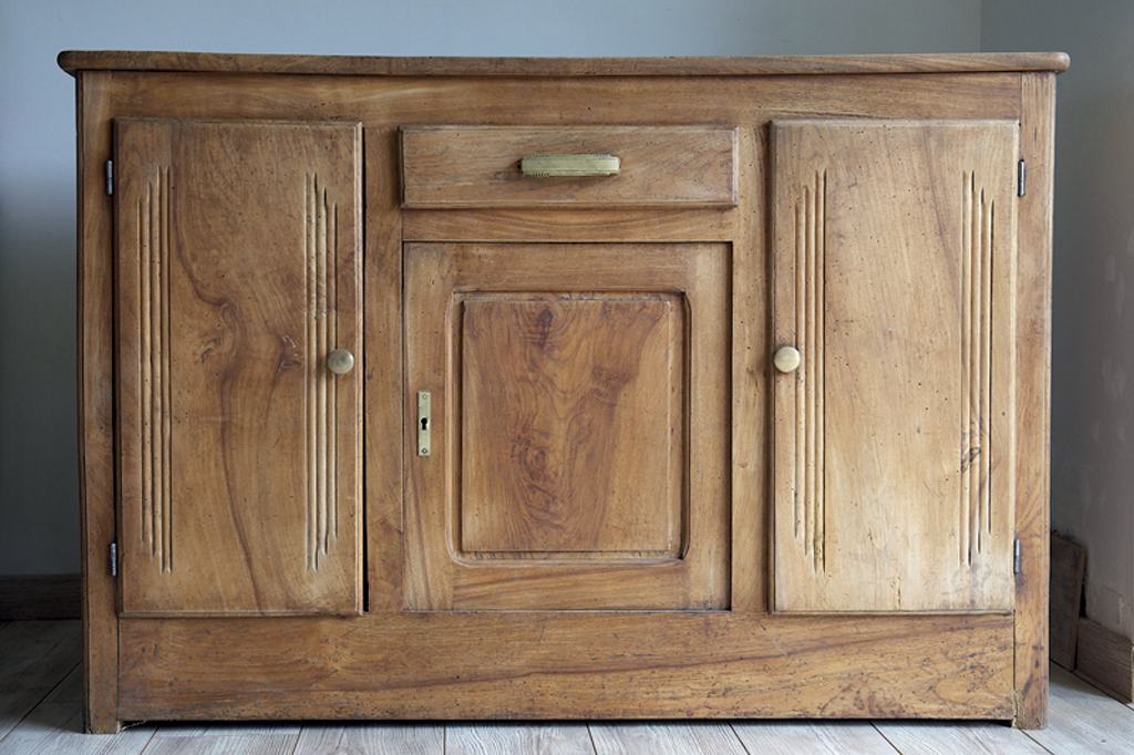 Repeindre un vieux buffet en bois avec une patine diy family - Repeindre des vieux meubles ...