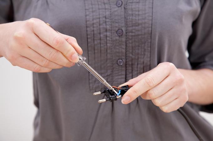 Électricité : que faire si un appareil s'éteint tout seul ?
