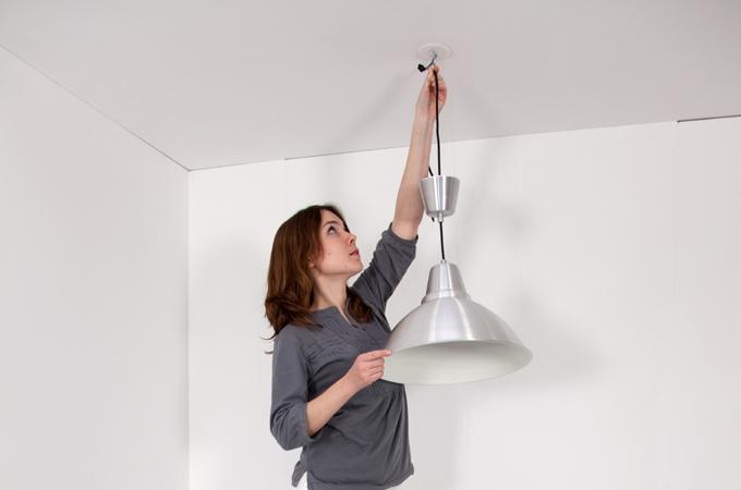 brancher une suspension au plafond diy family. Black Bedroom Furniture Sets. Home Design Ideas