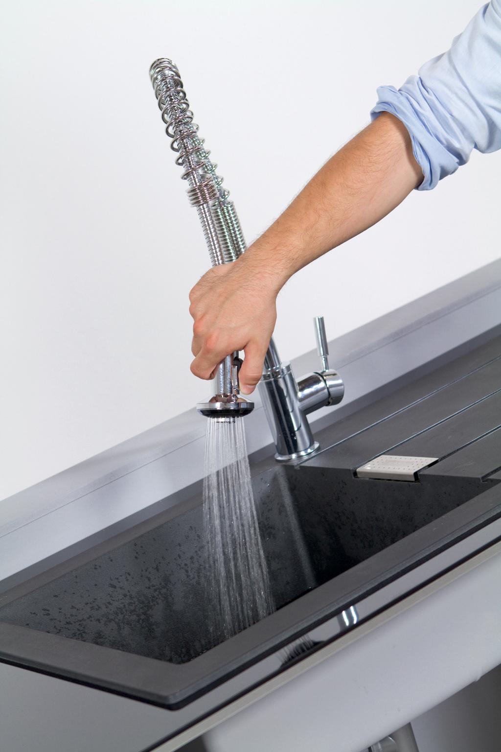 Poser et purger un robinet de cuisine