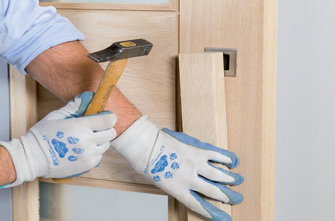 Installer une porte : la boîte à outils