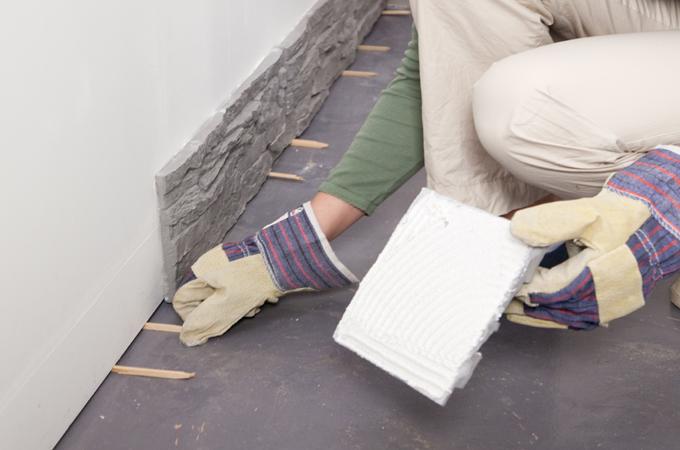 Couvrir un mur de plaquettes de parement