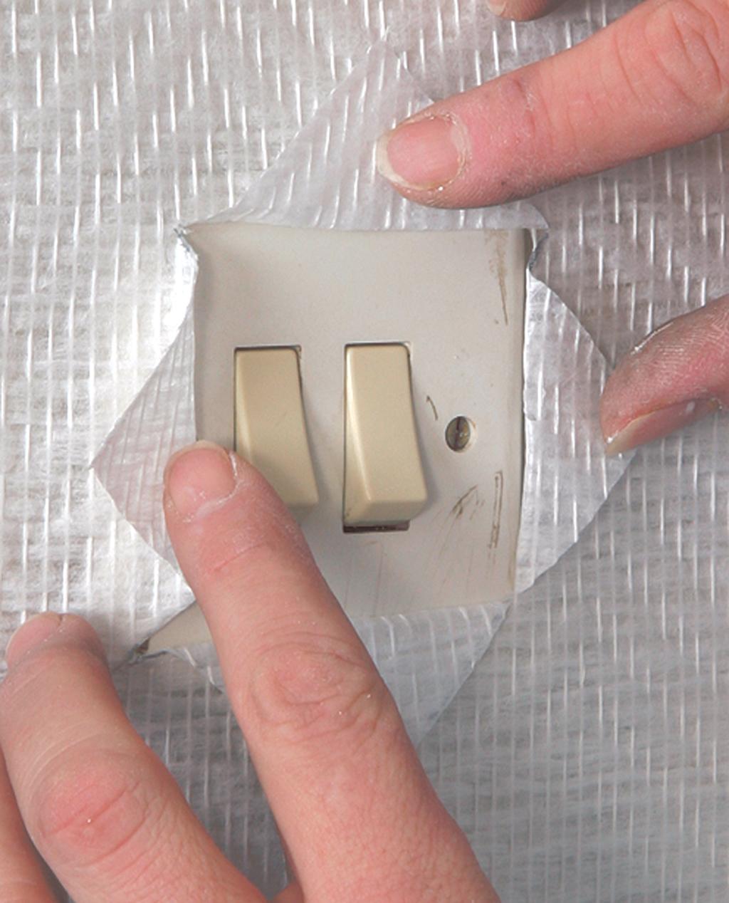 Poser du papier peint autour d'un interrupteur