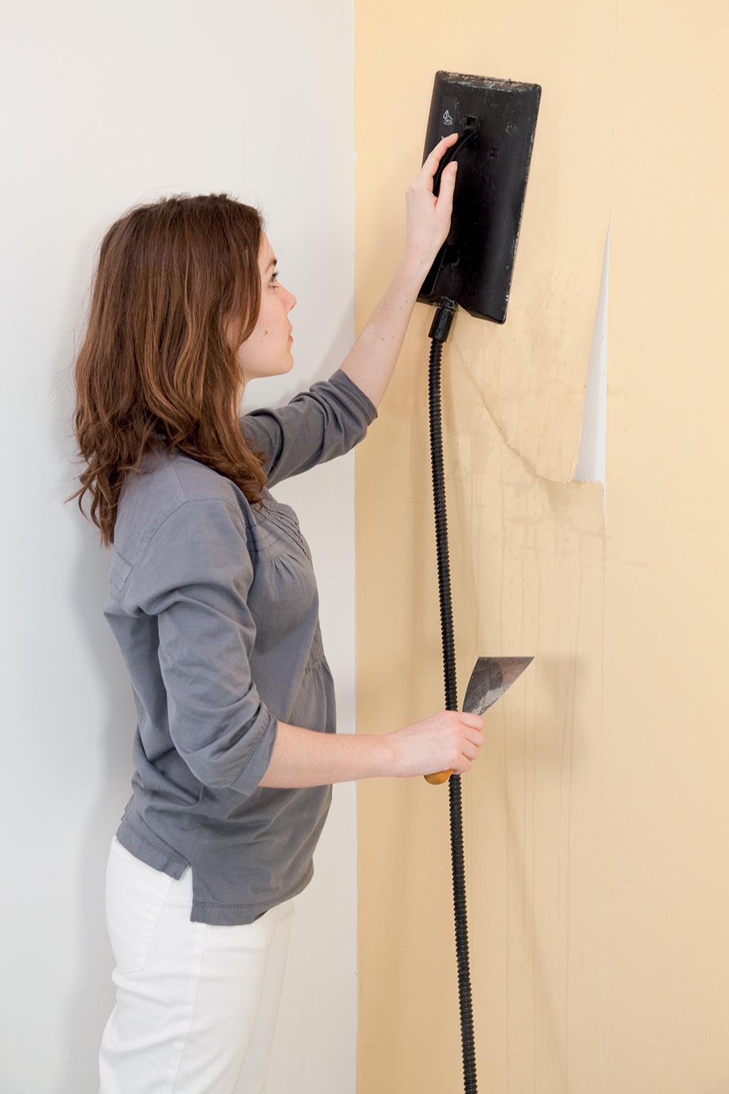 d coller du papier peint avec une d colleuse lectrique. Black Bedroom Furniture Sets. Home Design Ideas