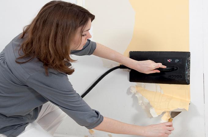 d coller du papier peint avec une d colleuse lectrique diy family. Black Bedroom Furniture Sets. Home Design Ideas