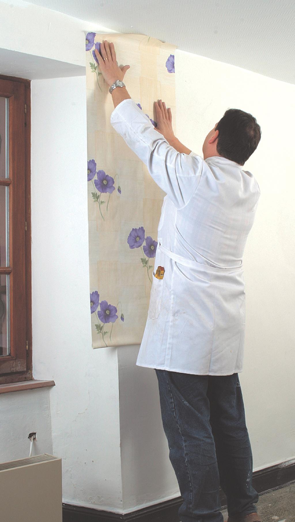 Poser du papier peint raccord droit diy family - Poser du papier peint avec raccord ...