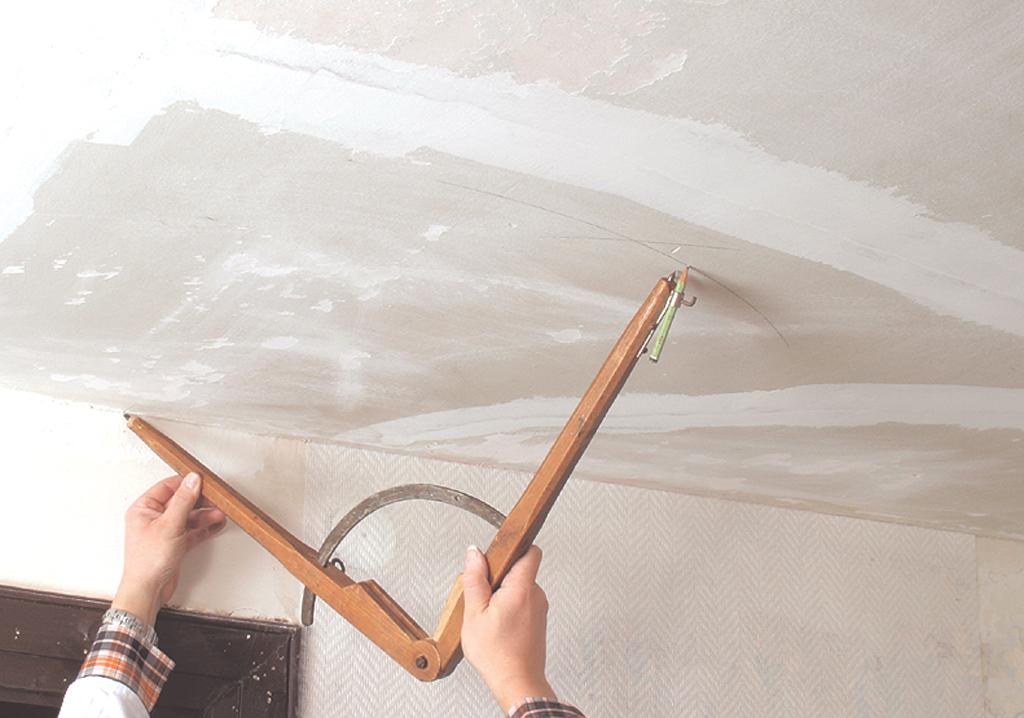 poser du papier peint en commen ant par le plafond diy family. Black Bedroom Furniture Sets. Home Design Ideas