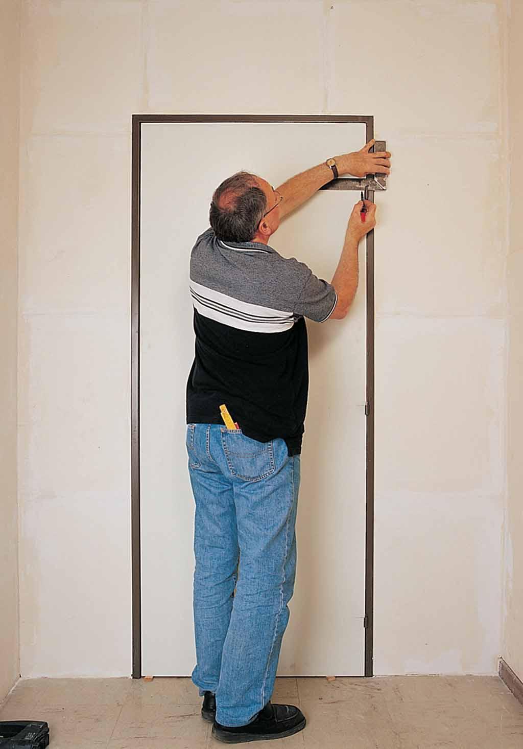 poser une porte dans une huisserie m tallique diy family. Black Bedroom Furniture Sets. Home Design Ideas