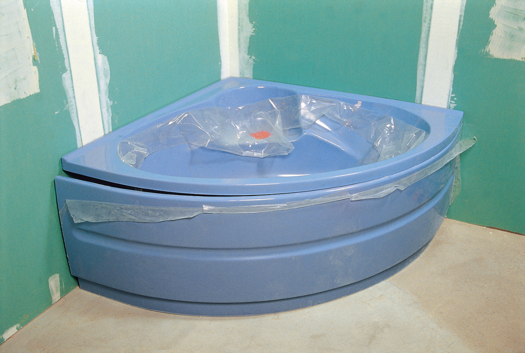 Installer une baignoire d 39 angle avec un tablier int gr diy family - Dessous de baignoire ...