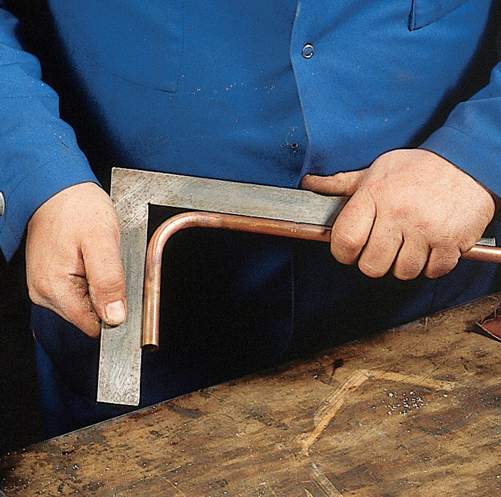 cintrer un tube stunning cintrage duun tube en cuivre la. Black Bedroom Furniture Sets. Home Design Ideas