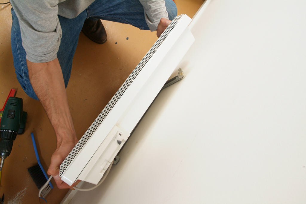 Installer un radiateur mural