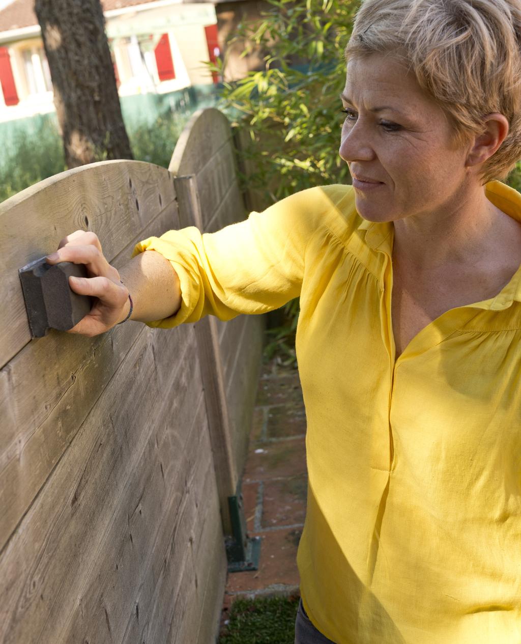 Protéger un brise-vue en bois avec un imprégnant