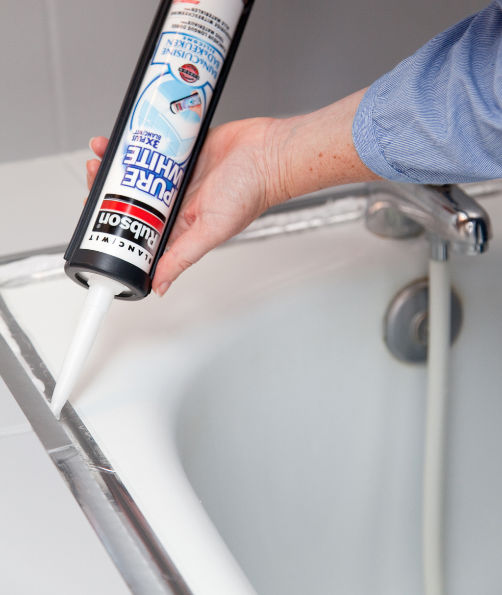 Changer le joint d'une baignoire avec les bon outils
