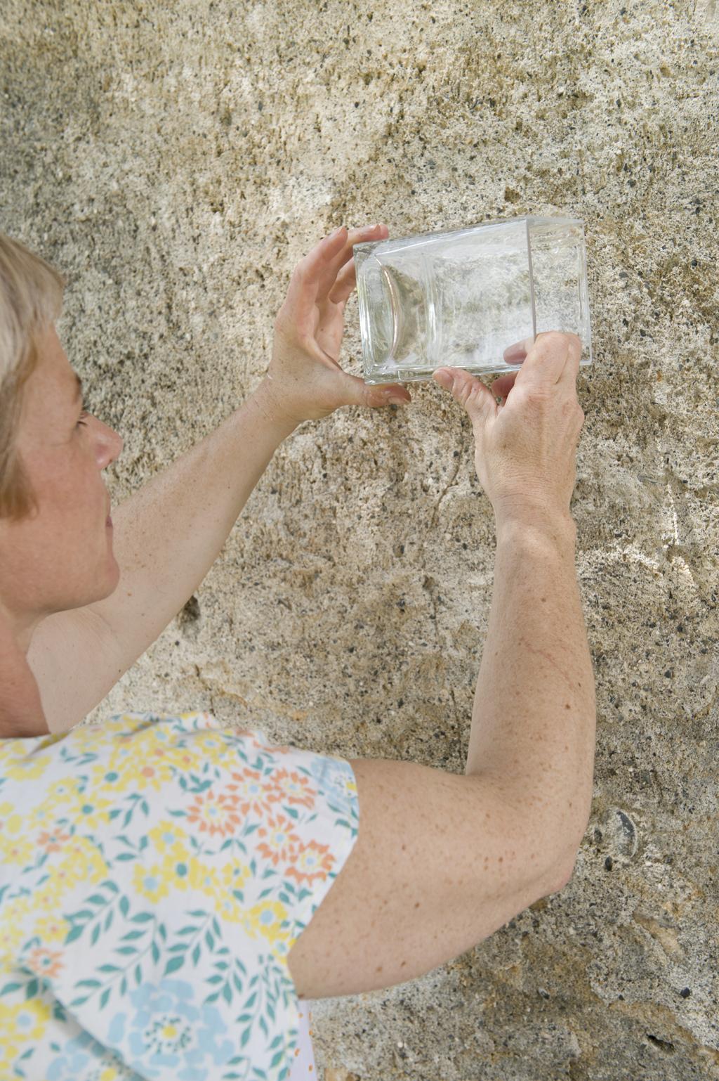 Coller des photophores sur un mur d'exterieur
