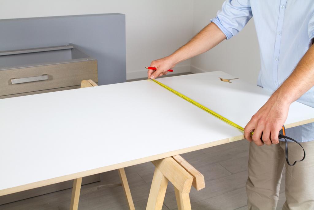 Comment fixer un plan de travail cheap montage bloc de - Installer un plan de travail sans meuble ...