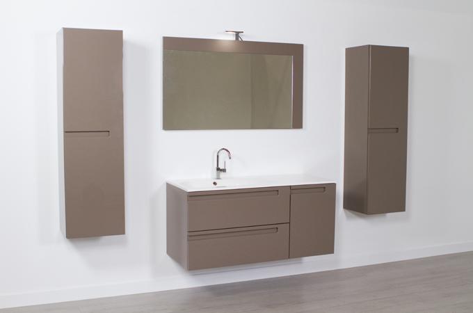Poser des meubles de salle de bain
