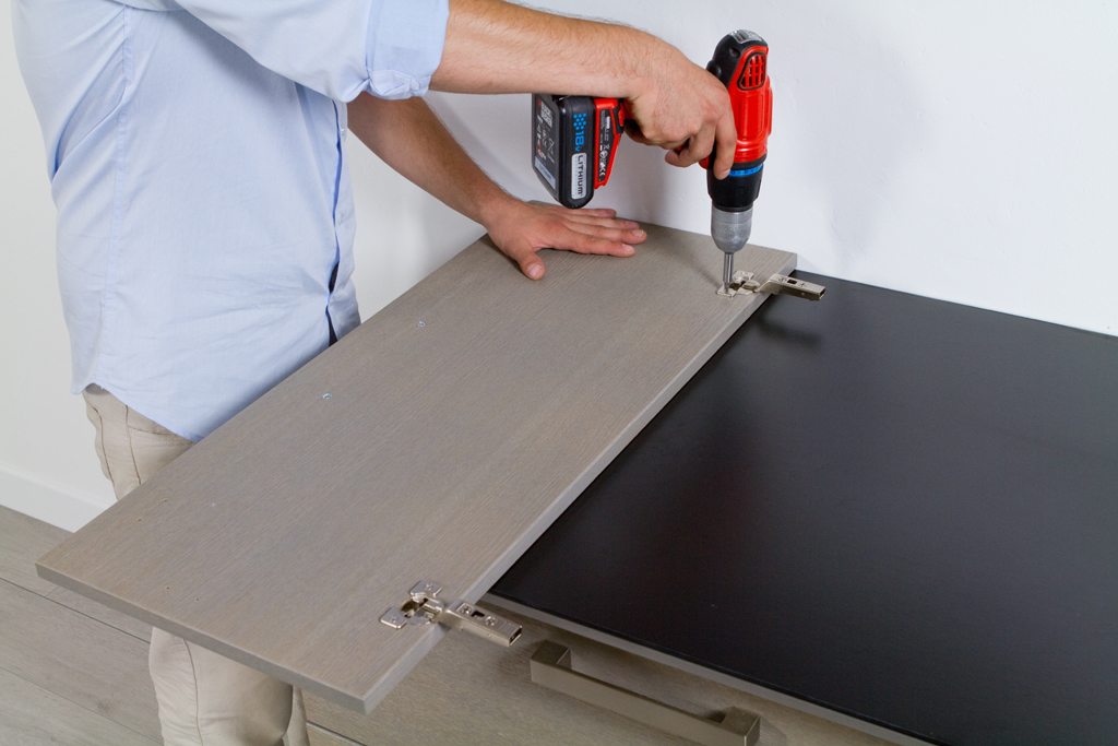 Installer des meubles de cuisine hauts