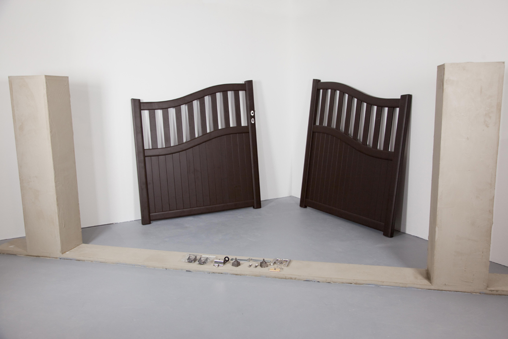 poser un portail diy family. Black Bedroom Furniture Sets. Home Design Ideas