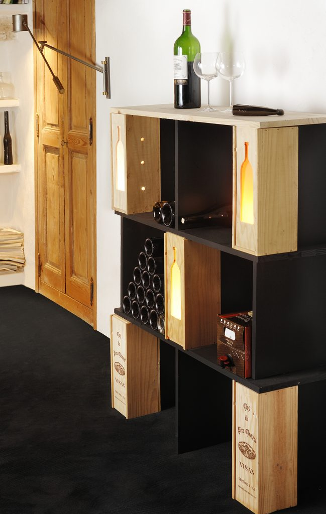 transformer des caisses en tag res vin diy family. Black Bedroom Furniture Sets. Home Design Ideas