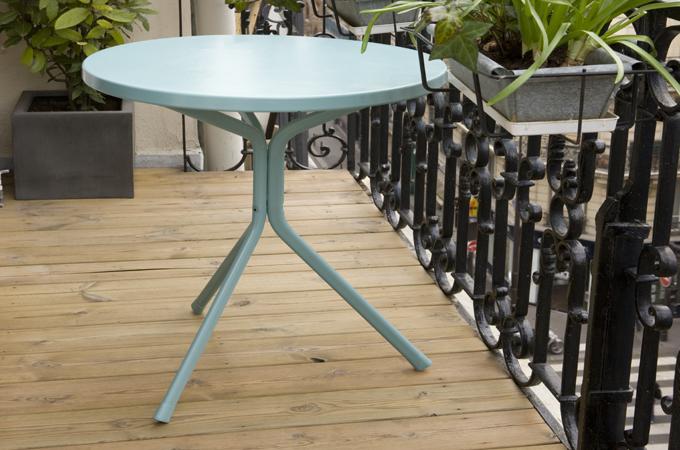 r nover une table bistrot rouill e diy family. Black Bedroom Furniture Sets. Home Design Ideas