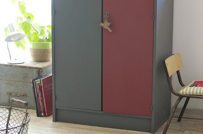 red corer une vieille armoire diy family. Black Bedroom Furniture Sets. Home Design Ideas