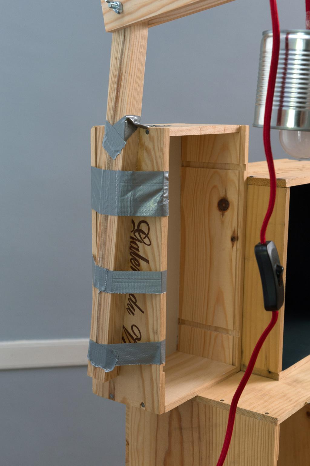 Fabriquer une table de chevet avec des caisses a vin