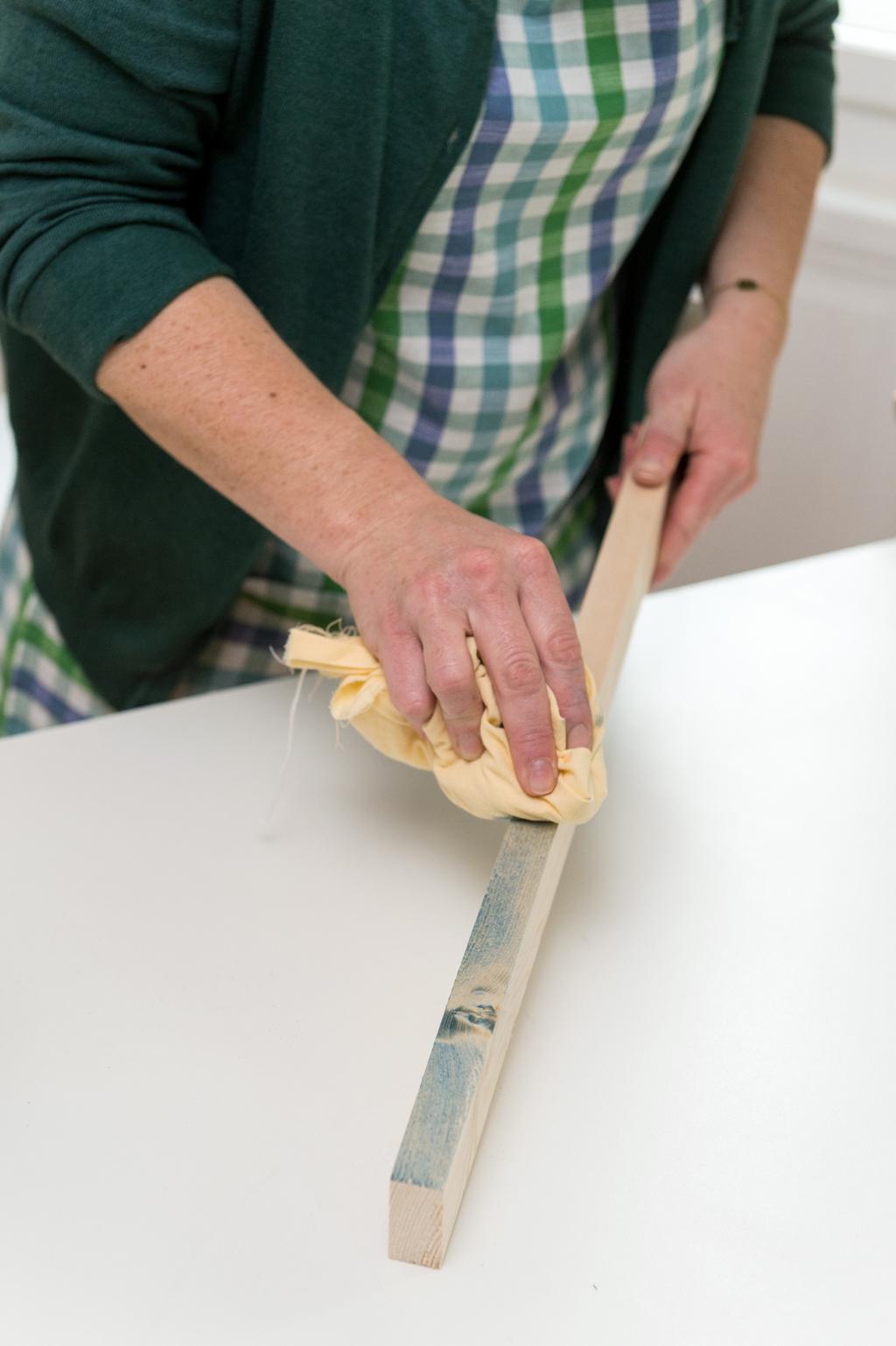 fabriquer une table basse avec des planches diy family. Black Bedroom Furniture Sets. Home Design Ideas
