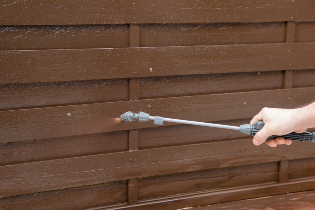 Rénover une palissade en bois DIY Family # Rénover Une Porte En Bois
