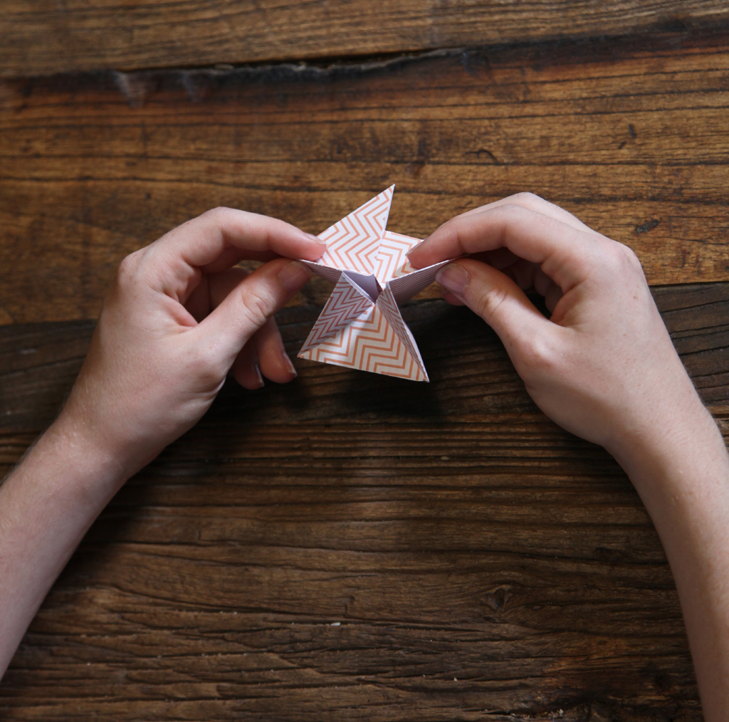 Noel DIY : une decoration de sapin en origami