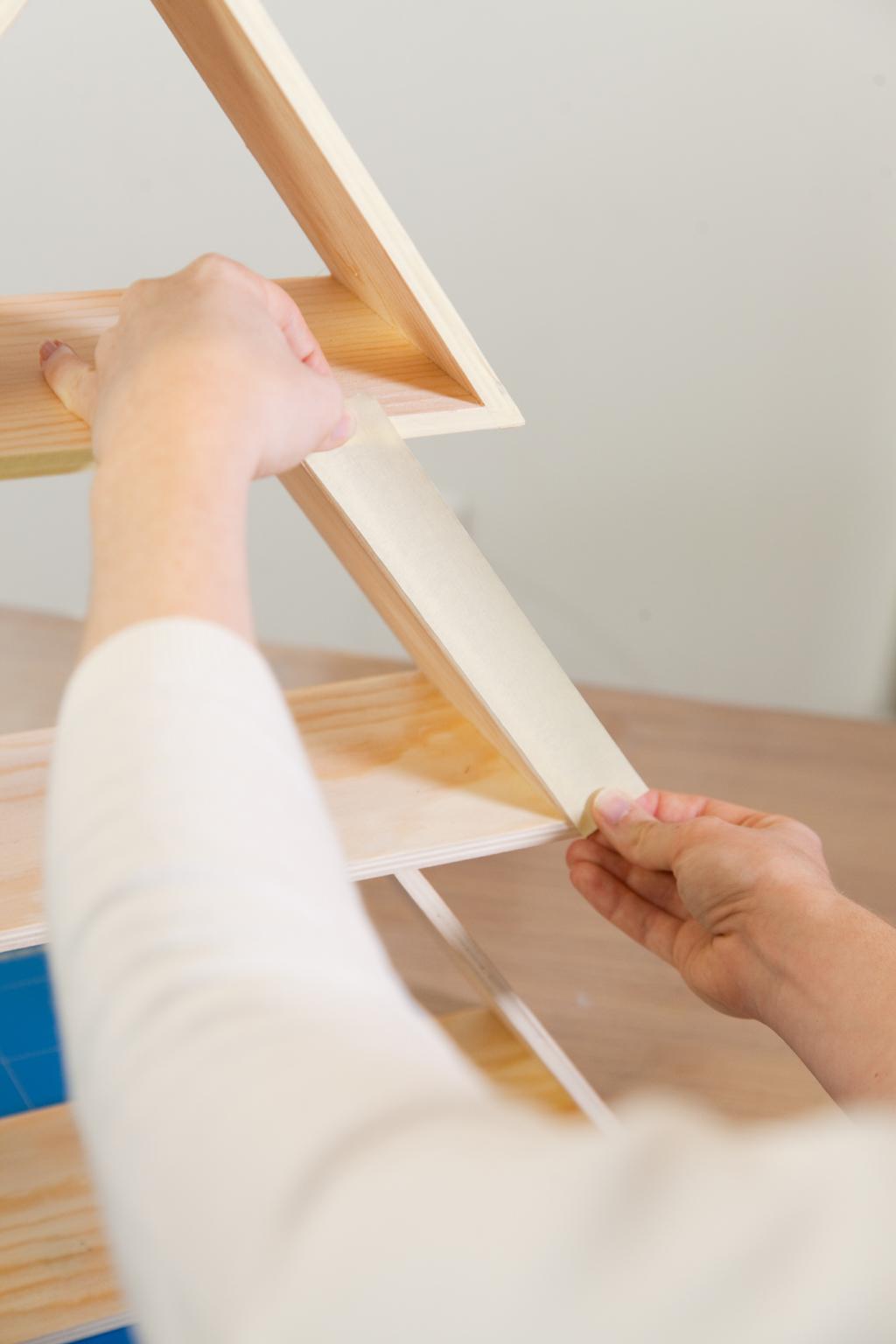 sapin en bois a faire soi meme perfect dco nol faire. Black Bedroom Furniture Sets. Home Design Ideas