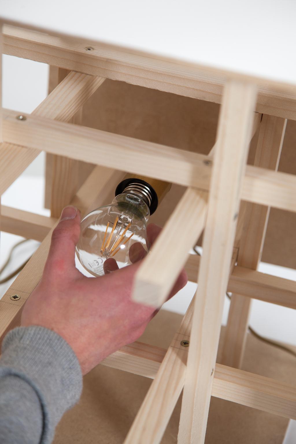 Realiser une lampe de table PopUp
