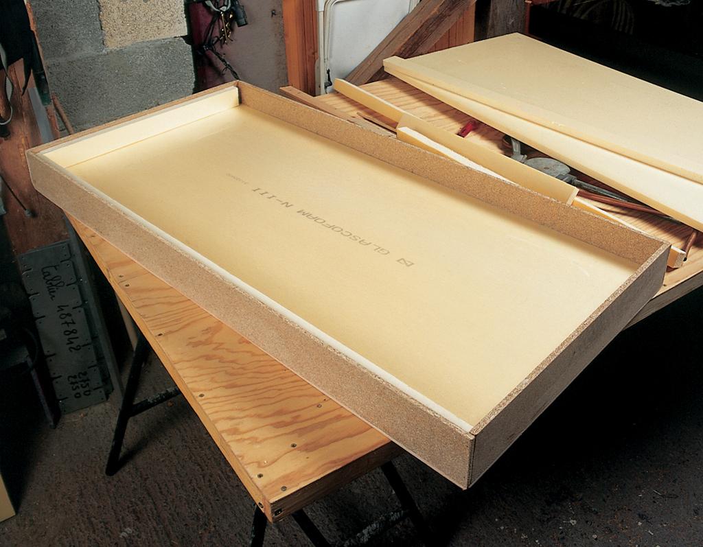 fabriquer un caisson de panneau solaire diy family. Black Bedroom Furniture Sets. Home Design Ideas