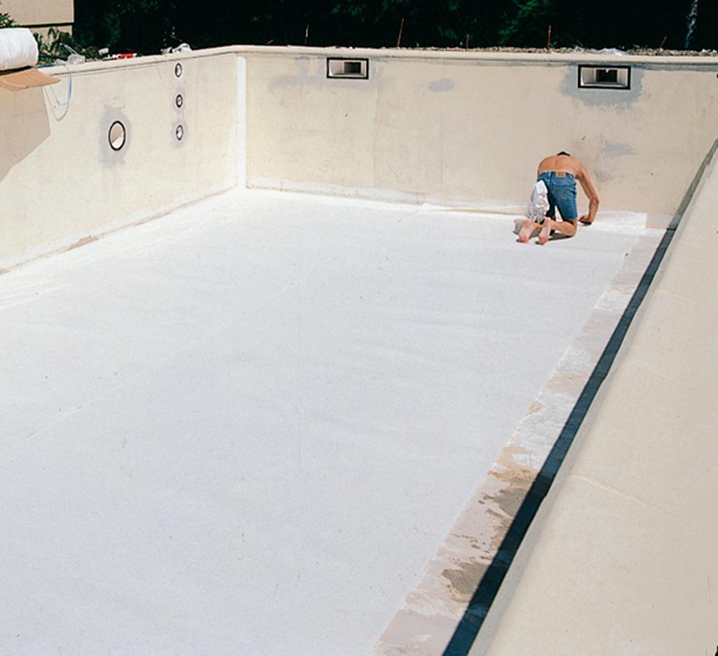 Poser le liner d'une piscine
