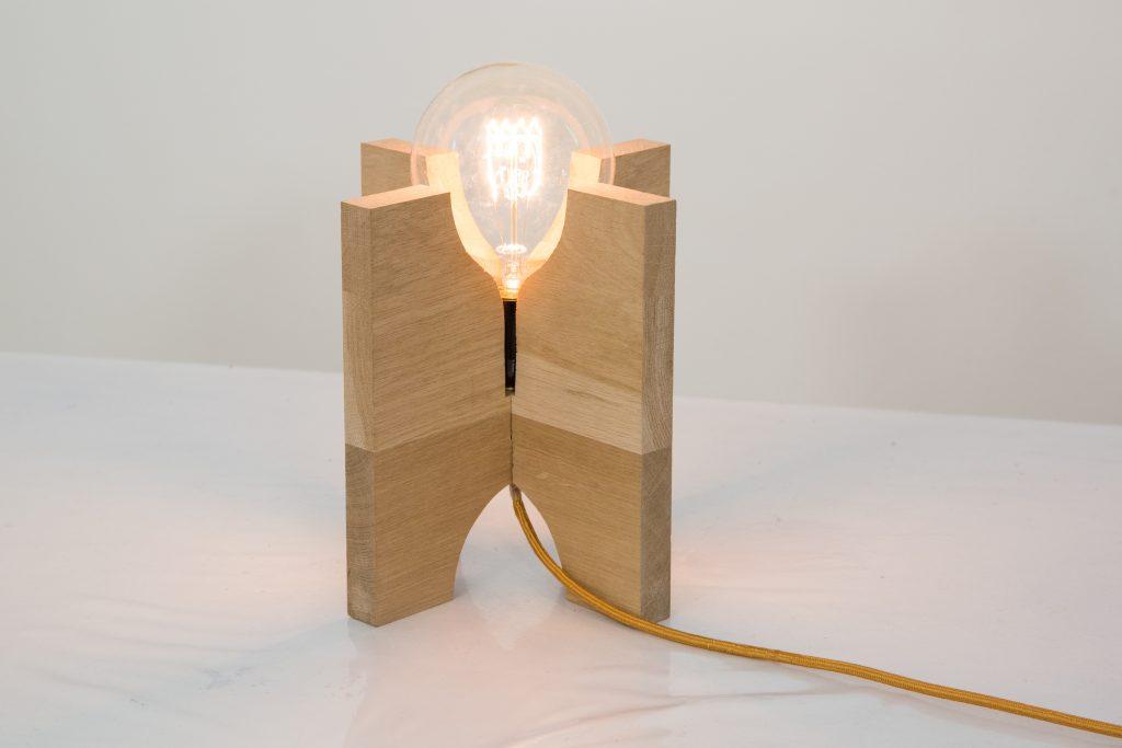 cr er une lampe cut en bois diy family. Black Bedroom Furniture Sets. Home Design Ideas