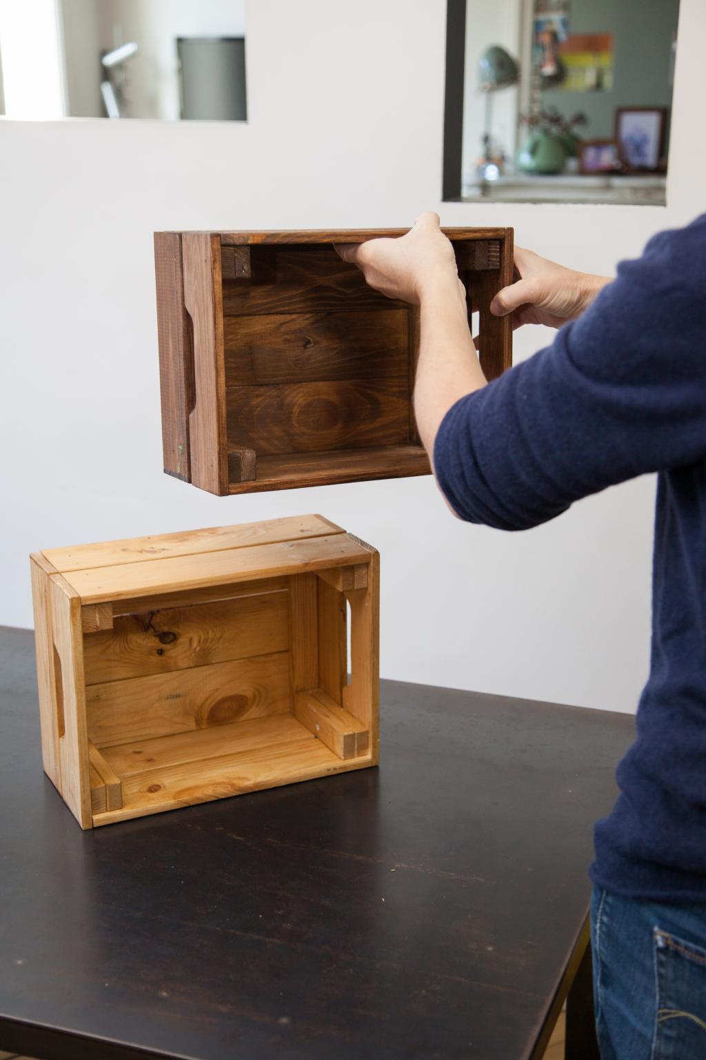 Transformer des caisses en bois en table de nuit