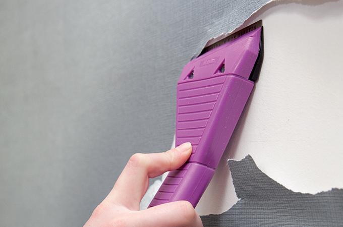 Les outils malins pour décoller du papier peint