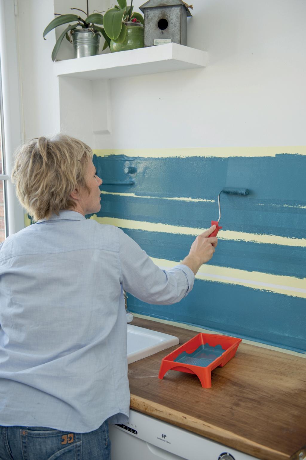 Peindre une crédence de cuisine en bayadère