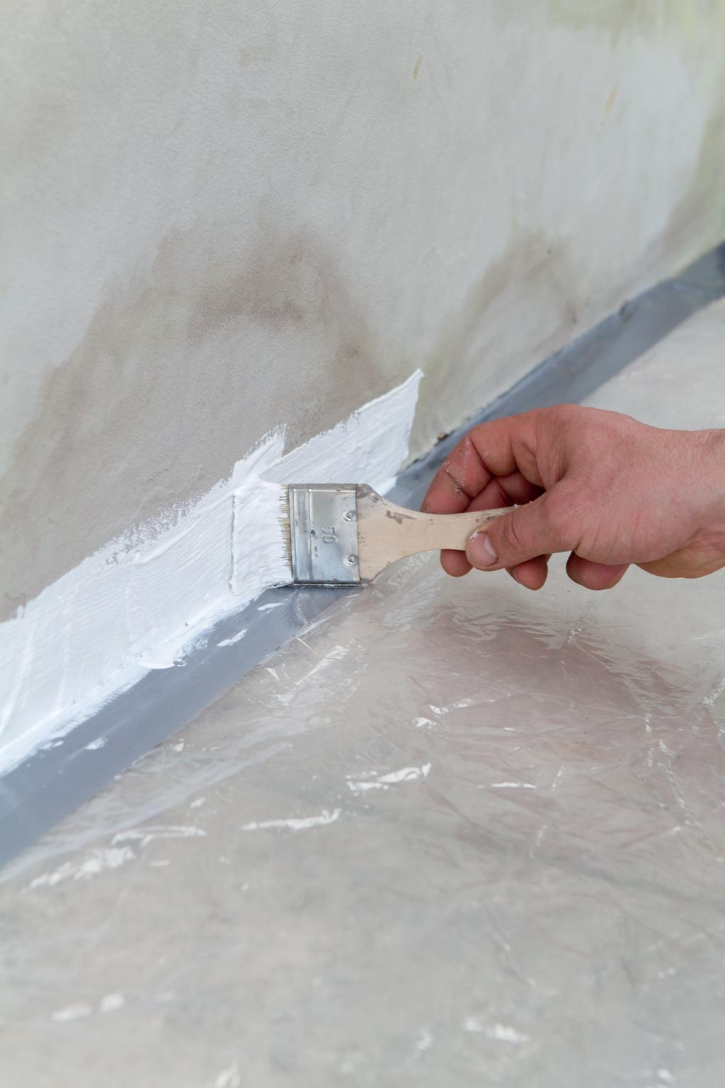 Humidité : protéger un bas de mur