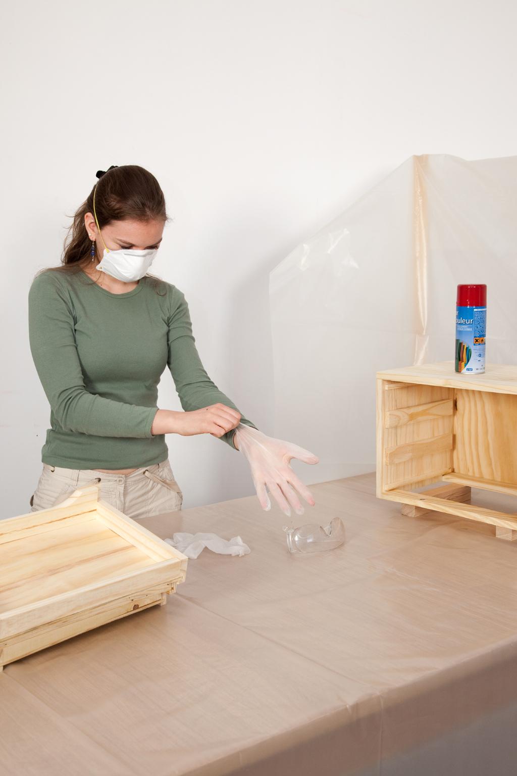 Peindre un meuble à la bombe