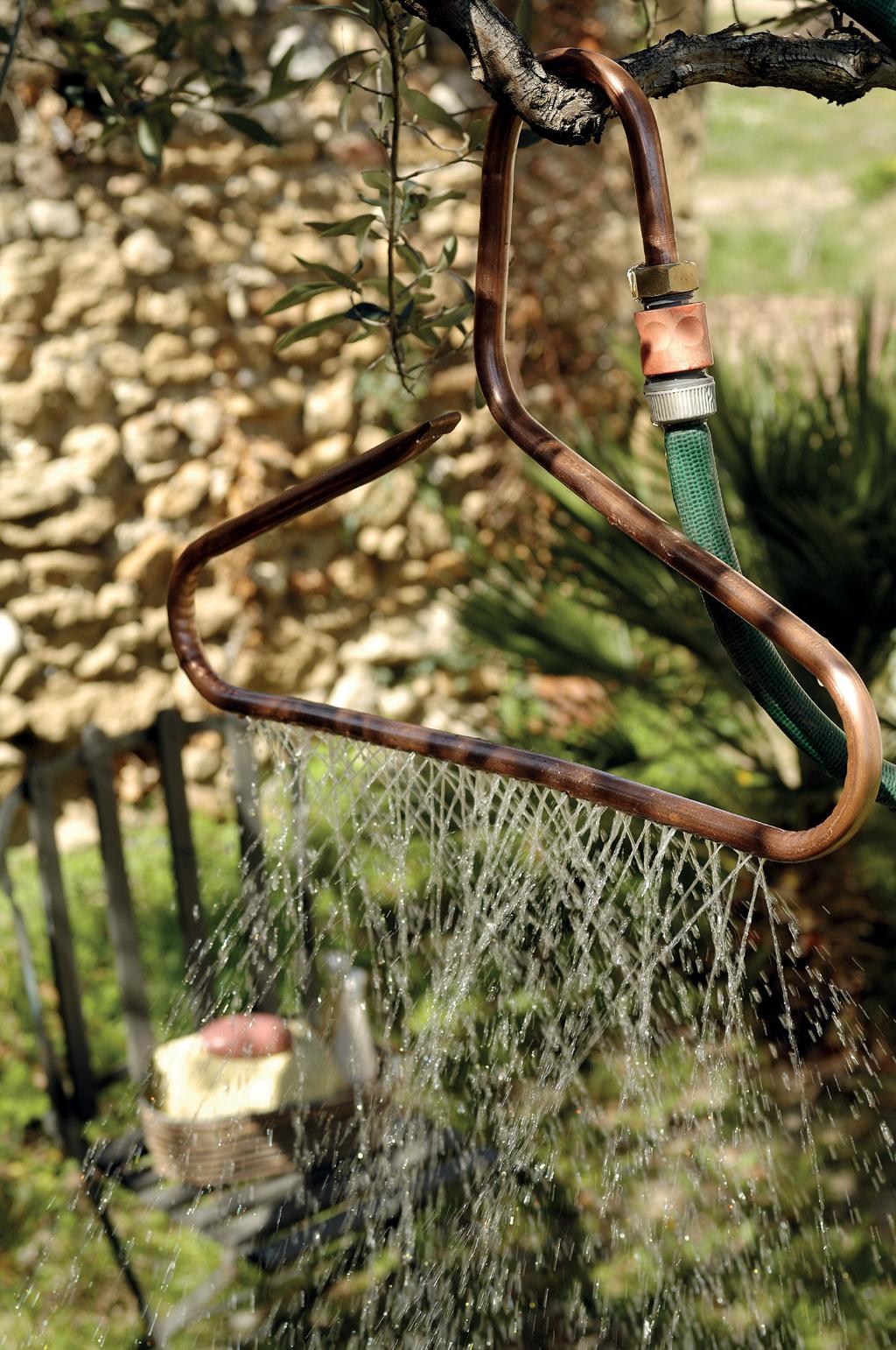 Faire une douche d'extérieur avec un tuyau