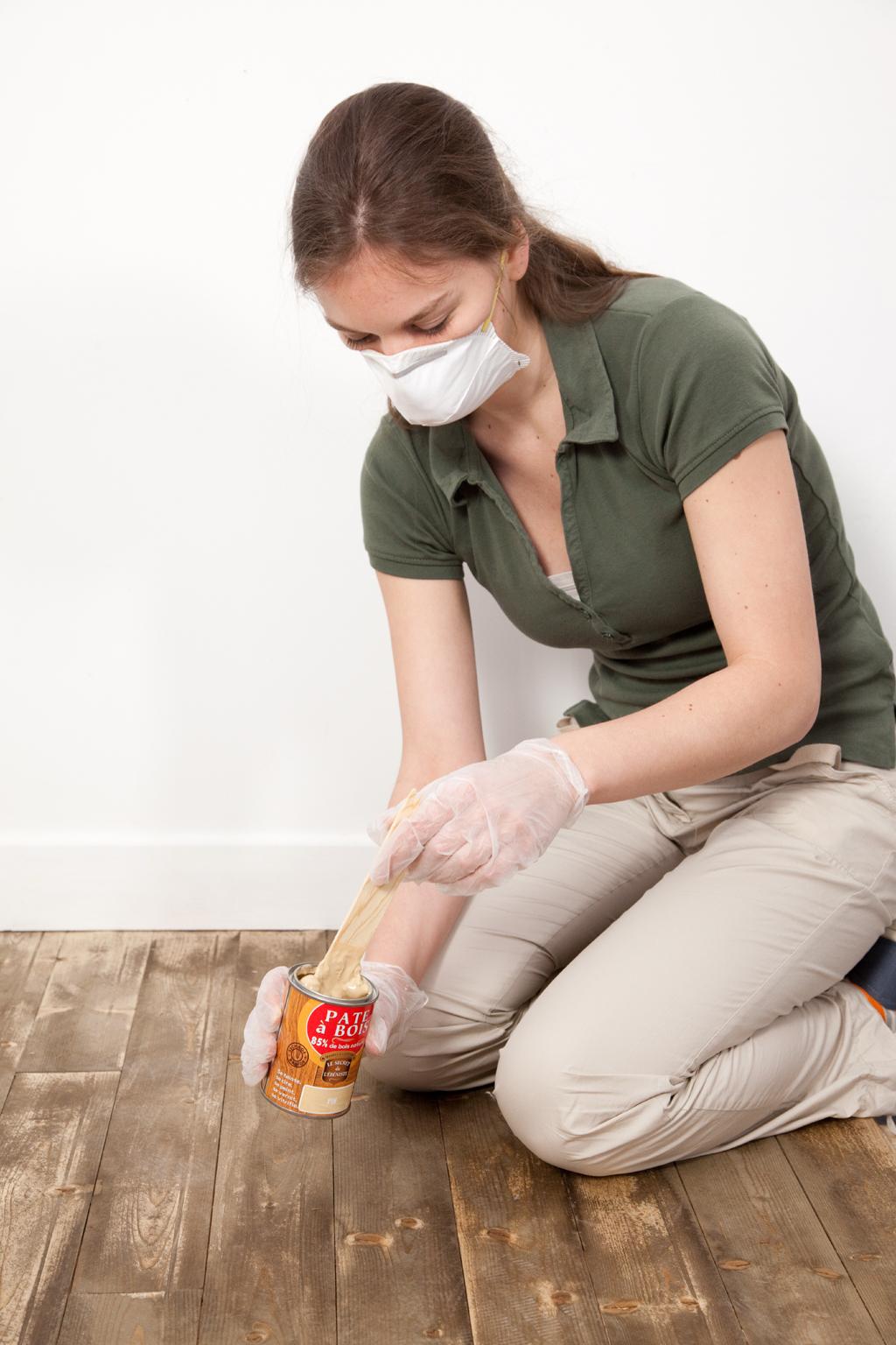 Réparer trous et fissures dans un parquet